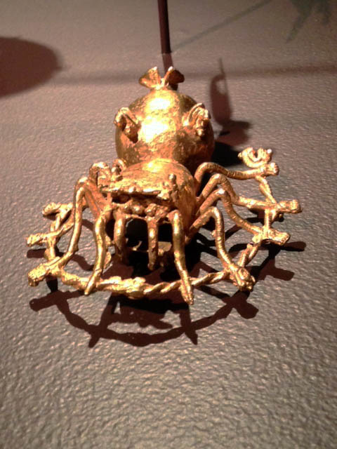 Chiriqui spider pendant in gold.